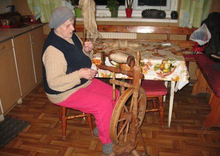 """Wystawa fotografii w ramach zadania publicznego pt. """"Jesienią w łemkowskiej chyży"""" 7"""